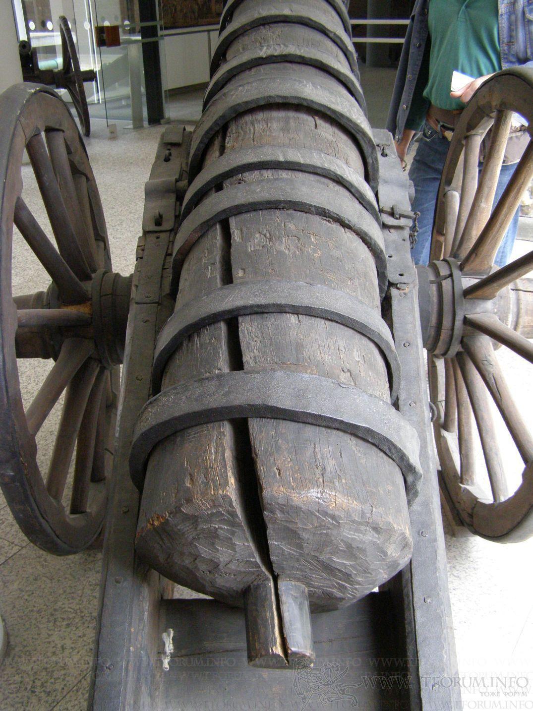 les canons en bois et en cuir Gallery_111_141070