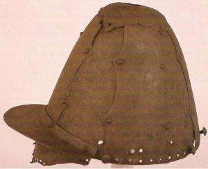 Чосонский шлем 14 век из музея ун. Корё.jpg