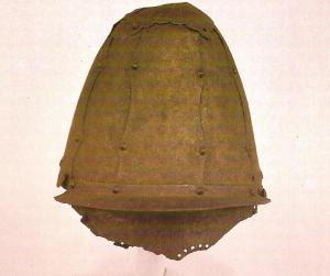Чосонский шлем 14 век из музея ун. Корё-1.jpg